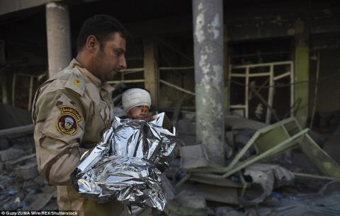 العثور أطفال أنقاض الموصل 11_69.jpg?itok=TsB40LYK