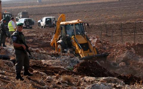 سقوط جرافة للاحتلال خلال فلسطيني 1_79.jpg?itok=0HJee2Do