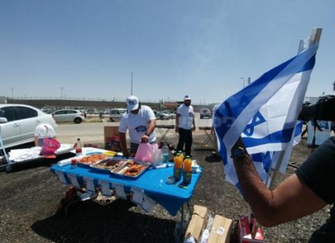 يهود يستفزون الأسرى المضربين بالشواء 22_2.png?itok=a91jCsya