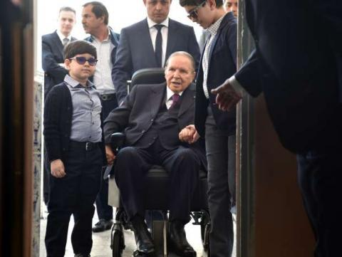 الرئيس بوتفليقة يدلي بصوته كرسي 2_134.jpg?itok=L8Ul7Vky