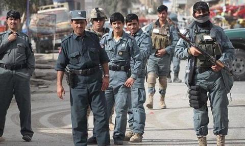 السلطات الأفغانية تحتجز دبلوماسيين باكستانيين 2_145.jpg?itok=mcC3sRRl