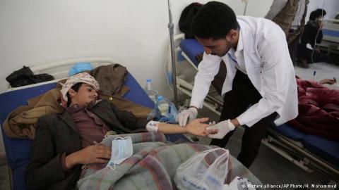 """الحوثي يتاجر بأدوية """"الكوليرا"""" السوق 38838050_303.jpg?itok=0voeFSNu"""