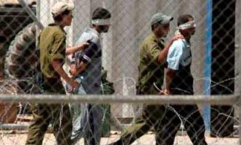 الاحتلال الصهيوني يعاقب الأسرى المضربين 3_121.jpg?itok=rTmFNdKs