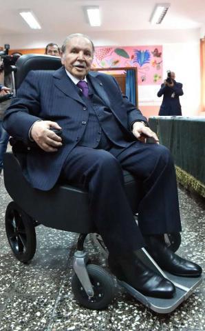الرئيس بوتفليقة يدلي بصوته كرسي 3_138.jpg?itok=FqLODbYZ