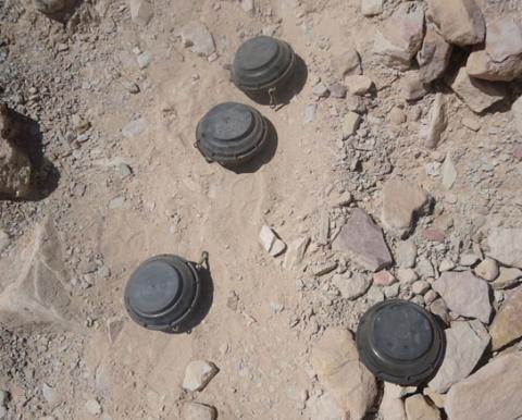 الحوثيون يهجّرون عشرات الأسر لزرع 4_247.jpg?itok=kf4Pmiz_