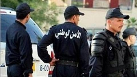 شرطي لتأمين الانتخابات البرلمانية بالجزائر 5_122.jpg?itok=-2c-dnpB