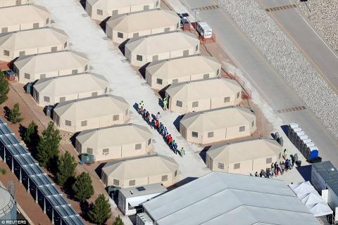 واسع بسبب معسكرات احتجاز أمريكية 7_319.jpg?itok=MgU1VPuu