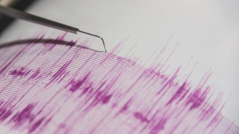 زلزال يضرب اندونيسيا وتحذيرات تسونامي