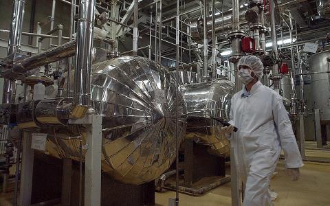 إيران تعتزم بناء مفاعلات نووية 8_225.jpg?itok=z5PLCkpk