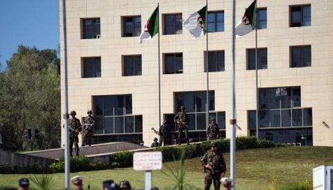 الجزائر تعلن لأول تفكيك شبكة DWdPeuLX4AAInKv.jpg?itok=DV2jdf8E