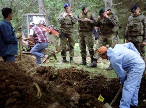 البوسنة تواري الثرى رفات مسلمين DcqgJuJX0AAI3__.jpg?itok=SMUCzoa0