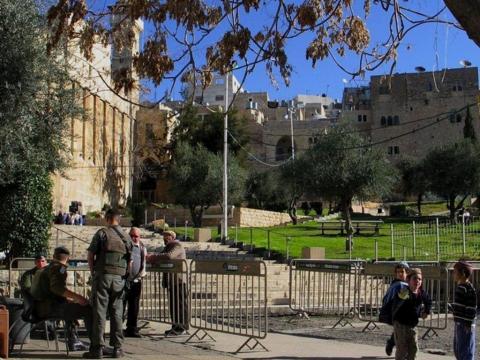 الاحتلال يغلق المسجد الإبراهيمي أمام DkEJlGiV4AAb5dm.jpg?itok=wZcZCb6r