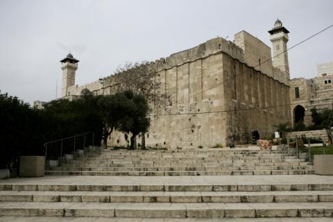 الاحتلال يمنع الأذان بالمسجد الابراهيمي F100224AS18.jpg?itok=MY7uTRm6
