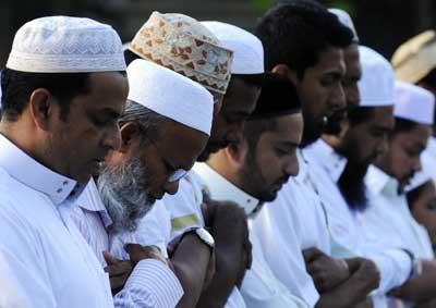 فعالية المساجد المفتوحة تبدأ بملبورن Muslims-religion_0.jpg?itok=IfJLl5Dn