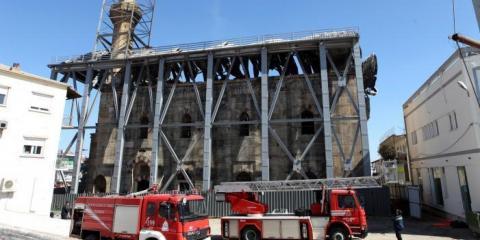 تركيا تطالب اليونان بالتأكد الحريق o-FIRE-IN-BEYAZID-MOSQUE-IN-GREECE-facebook.jpg?itok=BfqrPJfh